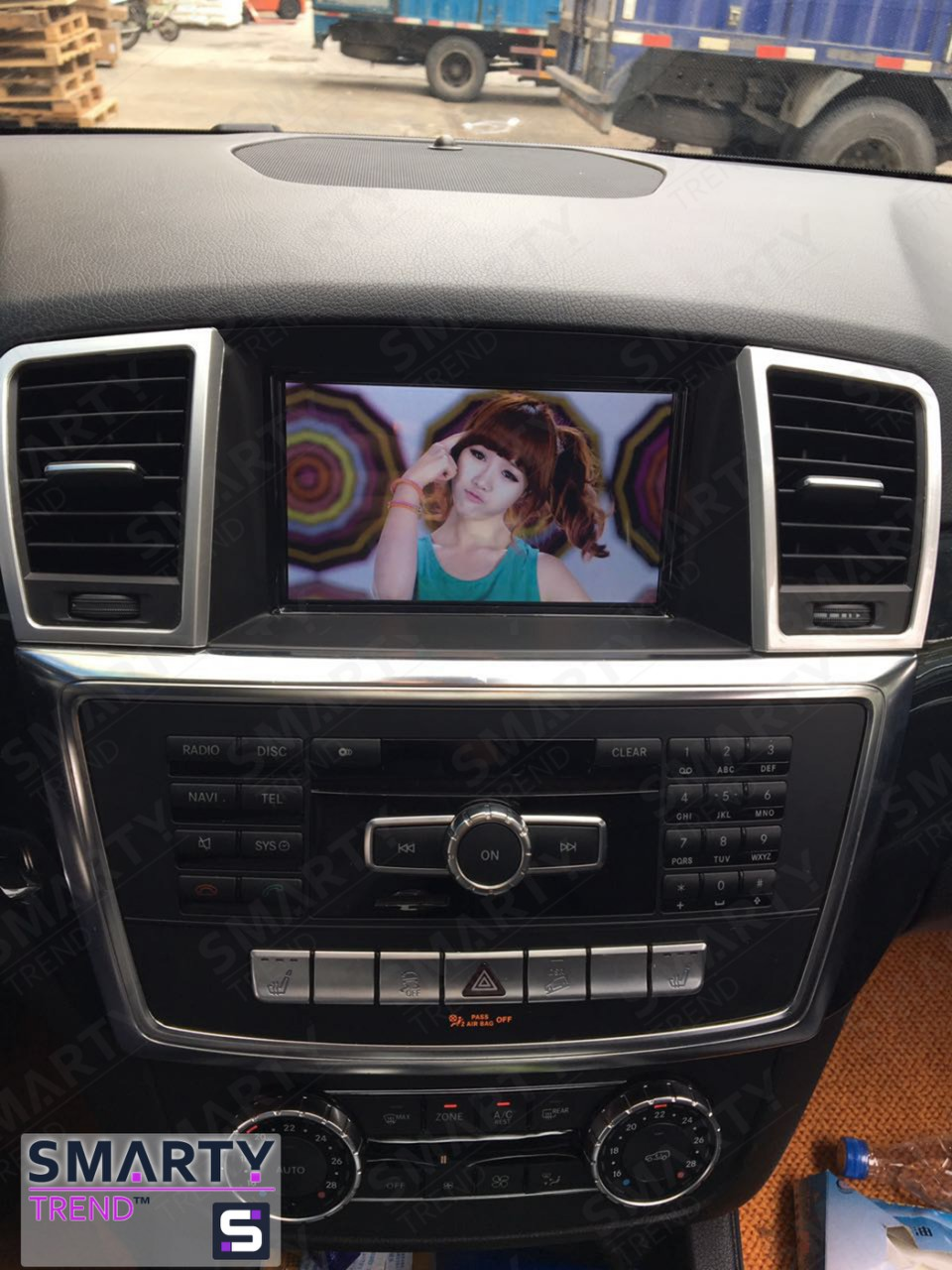SMARTY Trend head unit for Mercedes Benz GL-Class.